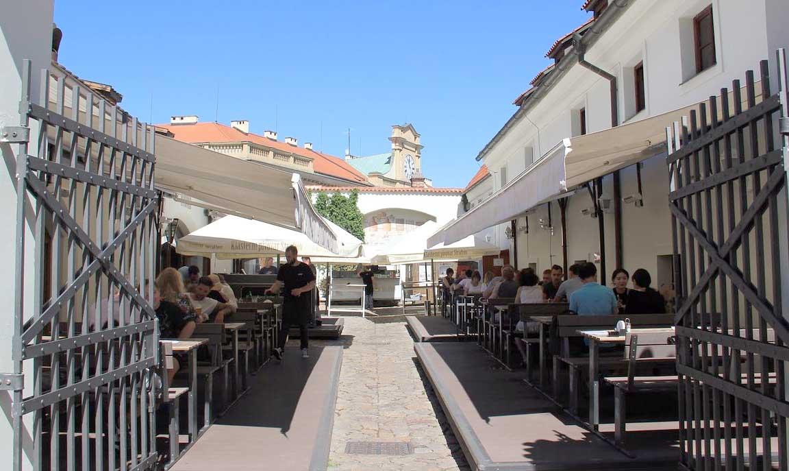 Godt øl på klosterbryggeriet ved slottet i Praha