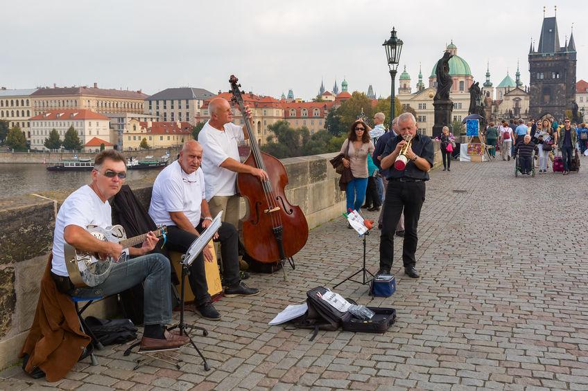 jazzorkester på karlsbroen i praha